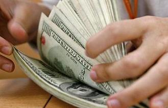 A imagem mostra foto de muitos dólares simbolizando ganhos com seu site
