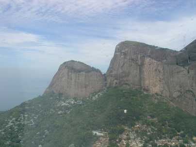A imagem mostra montanhas, ilustrando como a vida é cheia de altos e baixos, com constantes desafios